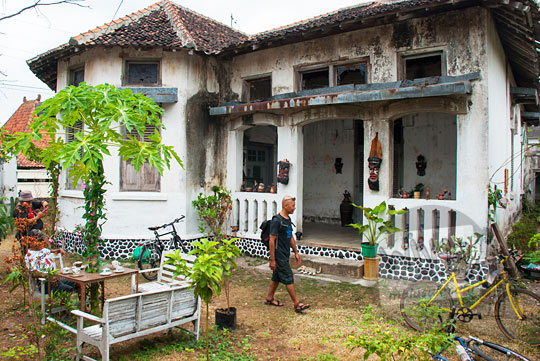 suasana kondisi halaman depan angker rumah pocong di banguntapan kotagede yogyakarta