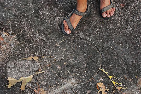 simbol motif kerajaan orang pembuat sumur bandung di desa srimulyo Piyungan Bantul Yogyakarta