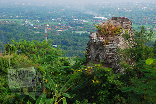 pemandangan alam bukit unik di kawasan sumur bandung di desa srimulyo Piyungan Bantul Yogyakarta
