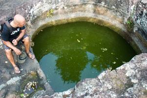 Genangan Air di Tebing itu Namanya Sumur Bandung
