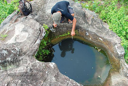 penampakan cerita sumur mata air watu bisa mengeluarkan api di sekitar lokasi objek wisata alam watu tumpak di piyungan bantul yogyakarta