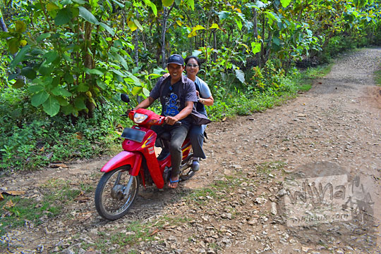 tarif ongkos jasa ojek lewat jalan rusak Pantai Timang Gunungkidul Yogyakarta