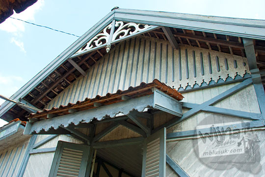 gaya arsitektur indische tudor stasiun maguwo lama