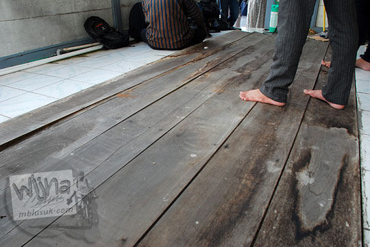 tutup lantai kayu ruang ppka stasiun maguwo lama