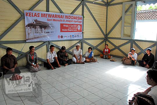 briefing acara jelajah heritage stasiun maguwo lama di bekas ruang tunggu penumpang