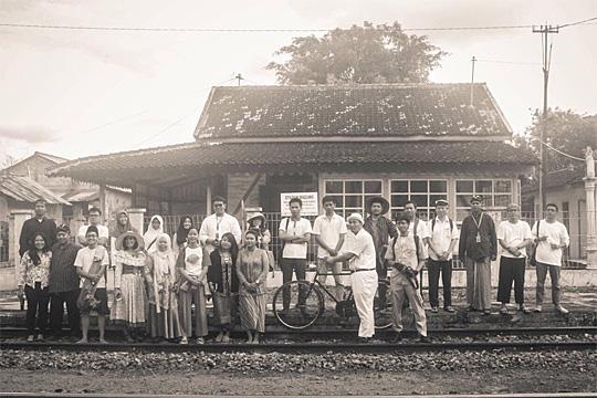 foto bareng peserta jelajah heritage stasiun maguwo lama