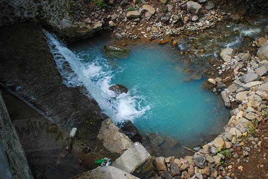 foto sungai indah ada kedung kolam bisa buat main air di girimulyo kulon progo yogyakarta