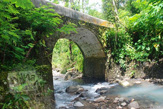 jembatan batu tua peninggalan belanda di pelosok girimulyo kulon progo yogyakarta