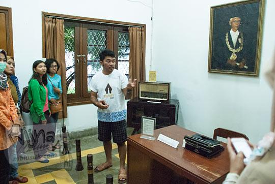 cerita kisah sejarah replika ruang kerja rektor pertama ugm prof dr sardjito di Museum Universitas Gadjah Mada Yogyakarta