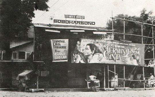 foto tua jadul zaman dulu saat bioskop soboharsono masih ada berdiri di seberang alun-alun utara keraton yogyakarta