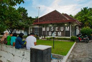 Menguak Masa Lalu UGM di Museum UGM