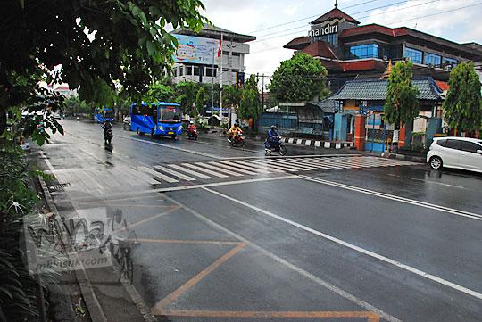 cerita mellow jalan sudirman yogyakarta saat basah ketika hujan turun