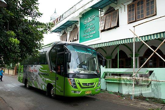 tarif diskon sewa bus karya jasa yogyakarta pool jogokariyan untuk satu hari