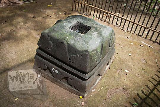 cerita menghilangnya salah satu umpak siti hinggil keraton kerto yang dikeramatkan oleh sultan agung