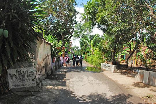 sisa peninggalan bekas alun-alun keraton kerto kesultanan mataram islam sultan agung pada saat ini sekarang yang berubah wujud menjadi jalan kampung dusun kanggotan pleret yogyakarta