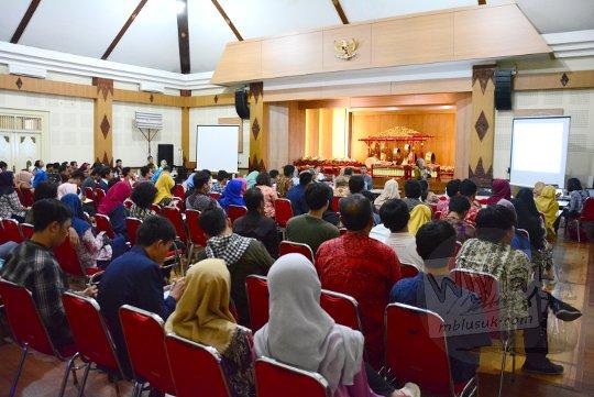 laporan penyelenggaraan seminar sejarah peradaban mataram islam tahun 2017 di aula dinas kebudayaan yogyakarta