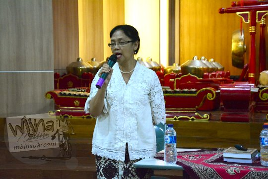 dr sri ratna saktimulya ahli sastra jawa UGM menjadi pembicara di seminar sejarah peradaban mataram islam pada tahun 2017