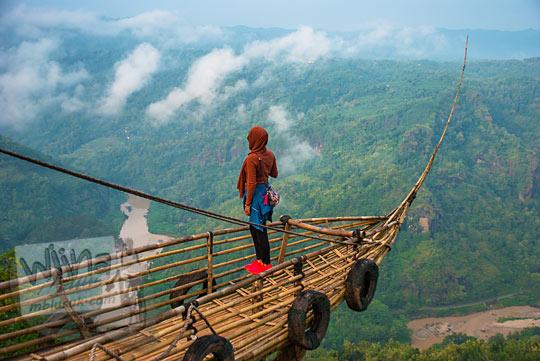 cara mendapatkan foto yang bagus di panggung haluan kapal Jurang Tembelan Kanigoro Mangunan Dlingo Yogyakarta