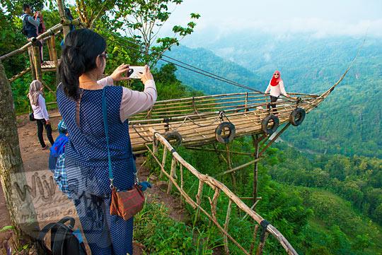 kesan dan pesan turis asing mancanegara asal Malaysia saat mengunjungi objek wisata Jurang Tembelan Kanigoro Mangunan Dlingo Yogyakarta