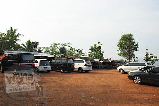 tarif area parkir kendaraan mobil dan sepeda motor di obyek wisata Jurang Tembelan Kanigoro Mangunan Dlingo Yogyakarta