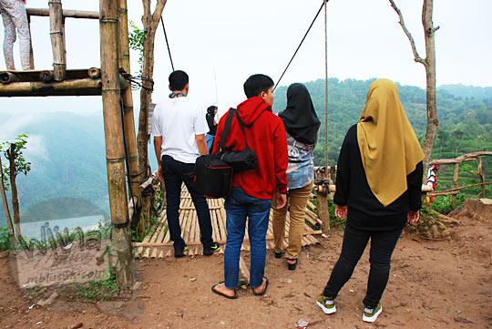 cerita pengalaman antri foto di panggung haluan kapal Jurang Tembelan Kanigoro Mangunan Dlingo Yogyakarta