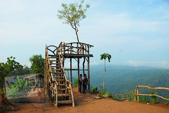 tarif foto selfie di spot rumah pohon Jurang Tembelan Kanigoro Mangunan Dlingo Yogyakarta