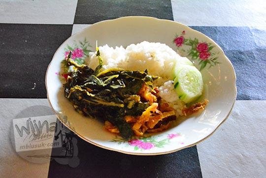 review nasi uduk enak dan murah yang lokasi warungnya ada di seputar desa ngoro-oro patuk gunungkidul dekat objek wisata gunung api purba nglanggeran Yogyakarta