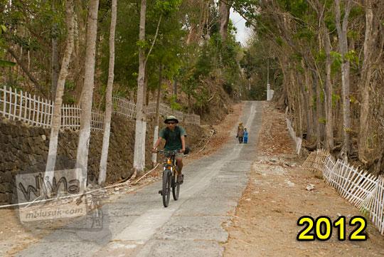 pengalaman bersepeda menyusuri jalan desa turunan terjal selepas gapura dusun gembyong ngoro-oro patuk gunungkidul pada zaman dulu tahun 2012