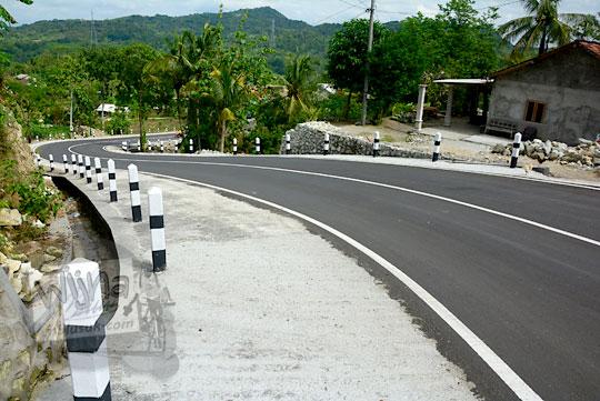 pengalaman bersepeda menyusuri jalan desa turunan terjal selepas gapura dusun gembyong ngoro-oro patuk gunungkidul setelah adanya proyek perbaikan jalan pada tahun 2017