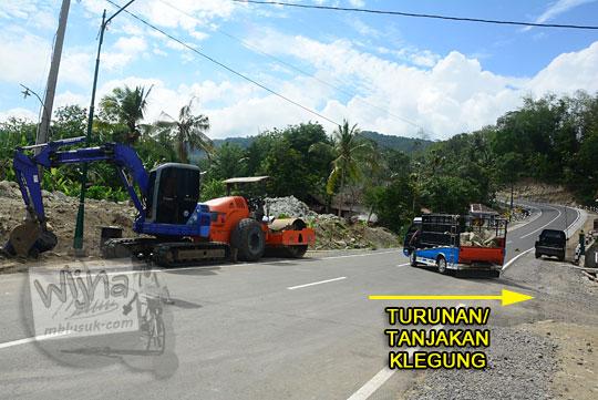 pertigaan cabang jalan menuju turunan klegung piyungan di ruas jalan alternatif desa ngoro-oro patuk dengan Lemah Abang Gayamharjo Prambanan Yogyakarta