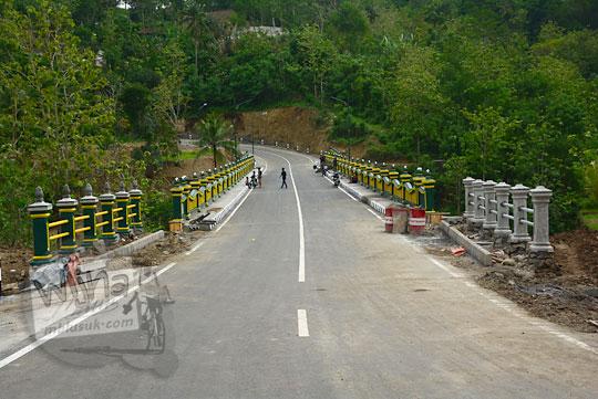 foto bangunan jembatan gelagar lemah abang yang baru menggantikan jembatan gantung pada akhir tahun 2017