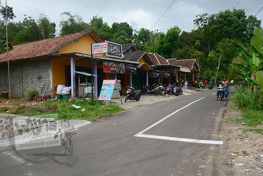 lokasi minimarket dewa mart yang terletak di pertigaan  arah ke Wukirharjo dan Klaten di dusun Lemah Abang GayamHarjo Prambanan Yogyakarta