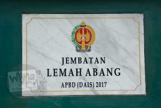 plakat prasasti peresmian jembatan baru Lemah Abang Gayamharjo Prambanan Yogyakarta pada tahun 2017