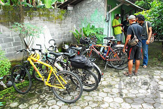 lokasi parkir sepeda candi sojiwan kebondalem kidul