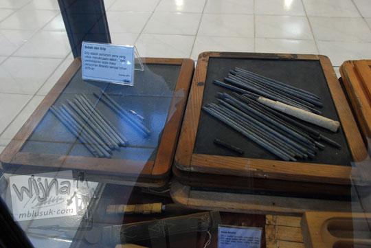 jual papan sabak dan grip menulis jadul koleksi museum pendidikan indonesia di UNY