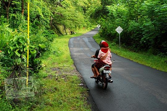 tips sepeda motor melewati tanjakan panjang jalan gua kiskendo di girimulyo kulon progo