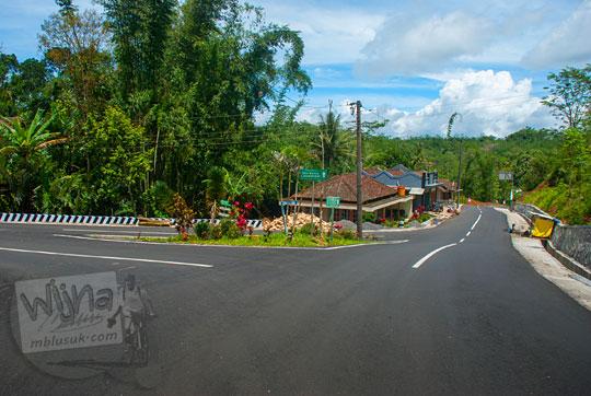 jalan raya bagus lebar mulus yang menghubungkan kulon progo dan purworejo