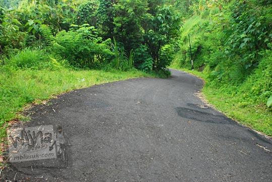jalan turunan dari desa nogosari samigaluh menuju nanggulan