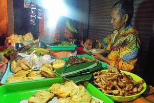 Angkringan Simbah di Simpang Jalan Duwet