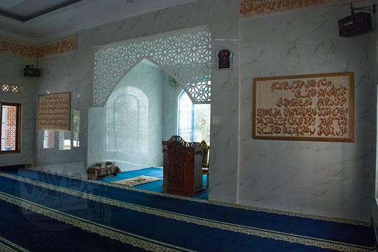 isi ruangan dalam masjid al-amin di desa mertelu gedangsari gunungkidul yogyakarta pada zaman dulu mei 2017