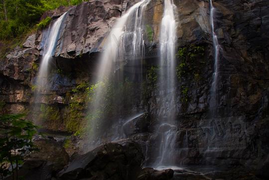 foto indah air terjun yohnan dekat green village yang masih tersembunyi di desa mertelu gedangsari gunungkidul yogyakarta
