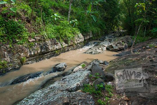 sumber aliran sungai air terjun yohnan gedangsari di desa mertelu gedangsari gunungkidul yogyakarta
