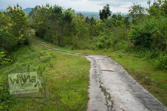 jalan turunan dari pertigaan air terjun yohnan mertelu gedangsari ke arah desa tegalrejo gunungkidul