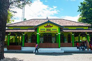 Thumbnail untuk artikel blog berjudul Masjid Taqorrub Kanggotan Berdiri di Bekas Pemukiman Hindu?
