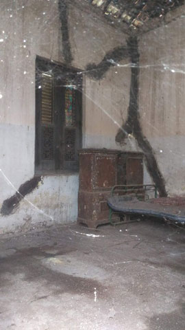 foto penampakan isi kamar depan yang dilarang masuk rumah pocong kotagede