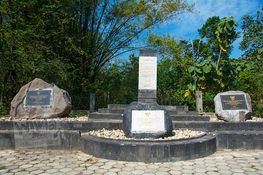 tugu monumen pusat gempa bumi di srihardono pundong