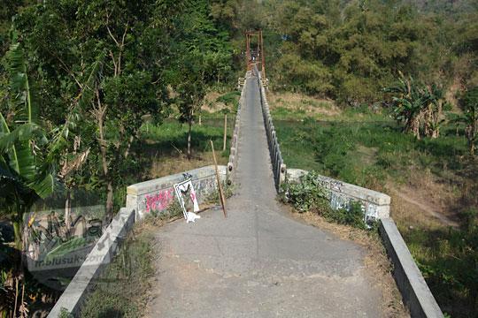 foto jembatan nangsri nambangan di pundong bantul pada zaman dulu agustus 2017 dilihat dari atas tanggul kali opak