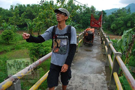 foto jembatan nangsri nambangan di pundong bantul yang putus diterjang luapan banjir lahar dingin erupsi merapi pada zaman dulu maret 2011