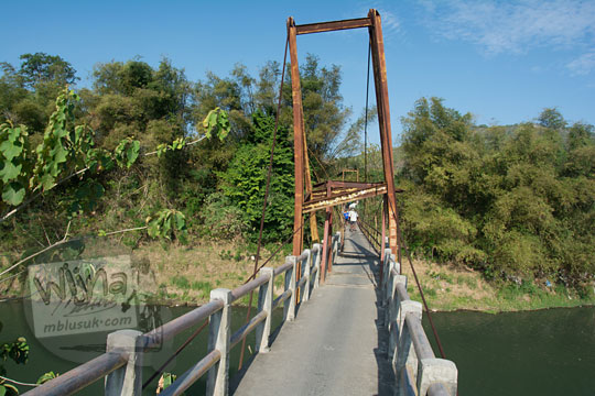 foto bengkoknya jembatan nangsri nambangan di pundong bantul yang nyaris rubuh pada zaman dulu agustus 2017