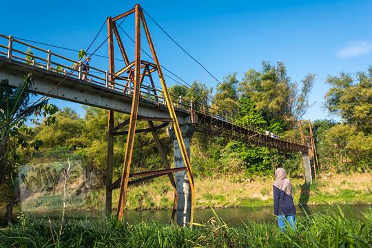 foto pemandangan jembatan nangsri nambangan di pundong bantul dari sisi bawah pada zaman dulu agustus 2017